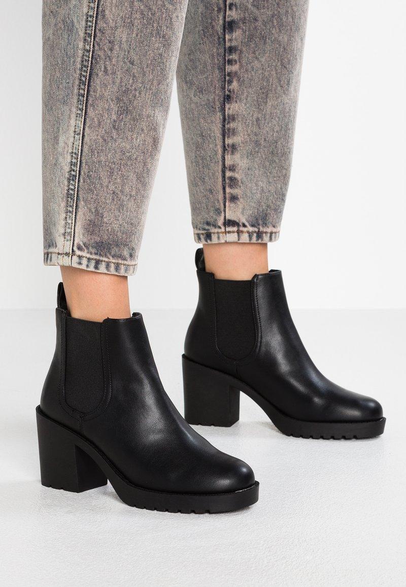 Monki - MINOU - Boots à talons - black