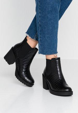 MINOU - Korte laarzen - black