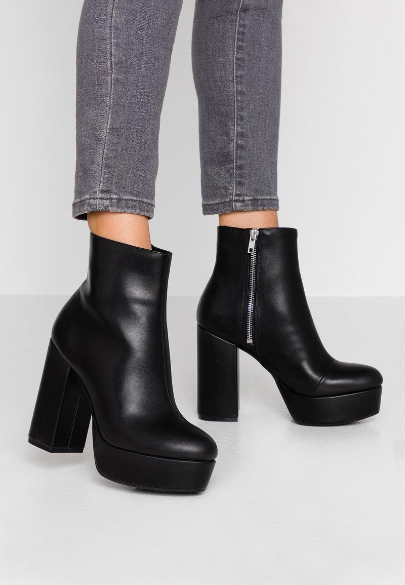 Monki - MALINKA - Kotníková obuv na vysokém podpatku - black