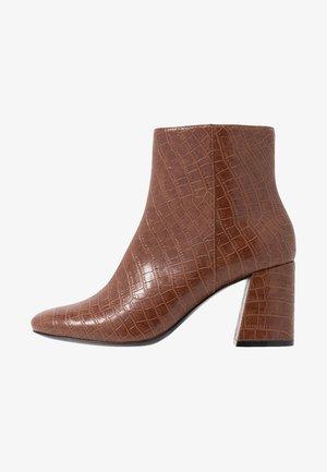 WEI - Korte laarzen - brown