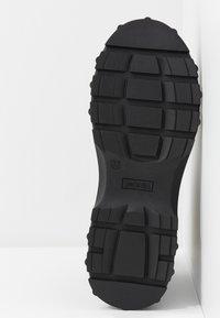 Monki - SASHA - Kotníkové boty na platformě - black - 6