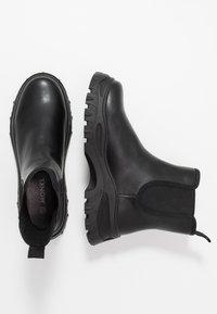 Monki - SASHA - Kotníkové boty na platformě - black - 3