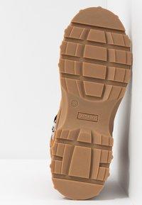 Monki - AINO - Kotníkové boty na platformě - brown - 6