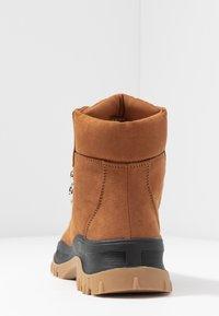 Monki - AINO - Kotníkové boty na platformě - brown - 5