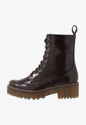MANDY - Kotníkové boty na platformě - brown