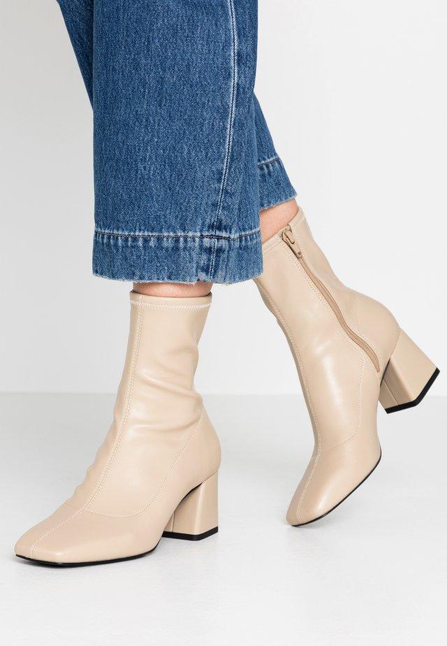 LEIA BOOT - Støvletter - beige