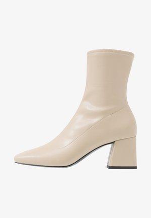 LEIA BOOT - Korte laarzen - beige