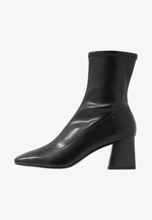 LEIA BOOT - Korte laarzen - black
