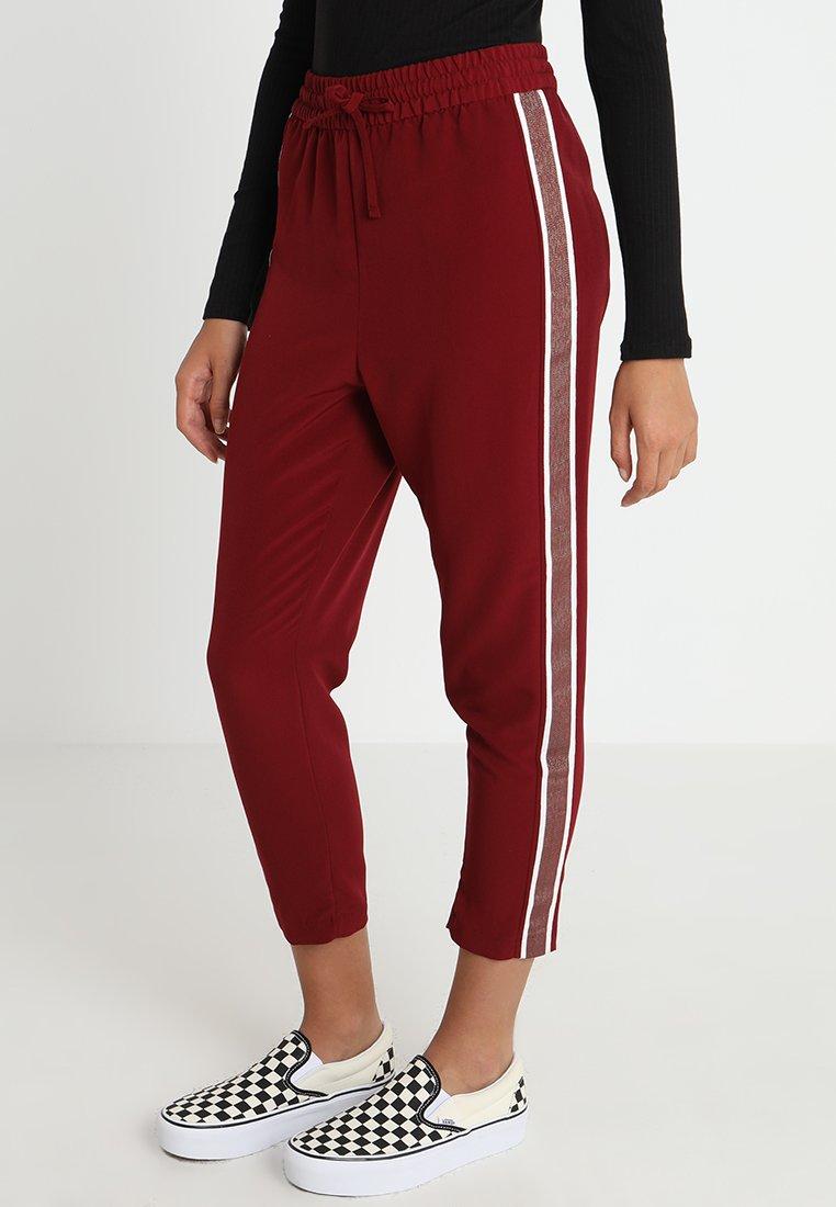 Monki - MOA TROUSERS - Pantalones - wine red