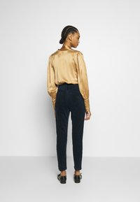 Monki - KIMMY TROUSERS - Kalhoty - blue dark - 2