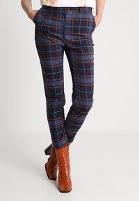Monki - PETRA TROUSERS - Spodnie materiałowe - brown/red - 0