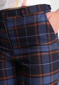 Monki - PETRA TROUSERS - Spodnie materiałowe - brown/red - 3