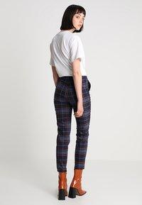 Monki - PETRA TROUSERS - Spodnie materiałowe - brown/red - 2