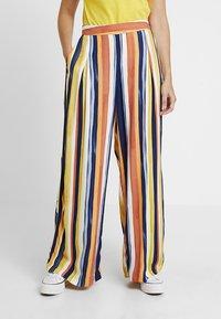 Monki - CARRO TROUSERS - Trousers - multicoloured - 0