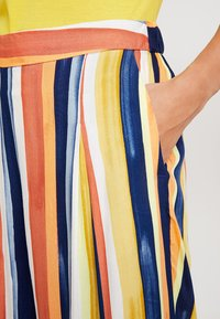 Monki - CARRO TROUSERS - Trousers - multicoloured - 5