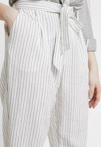 Monki - MAGGIS TROUSERS - Pantalones - white/black - 4