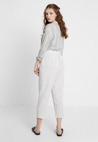 Monki - MAGGIS TROUSERS - Pantalones - white/black - 2