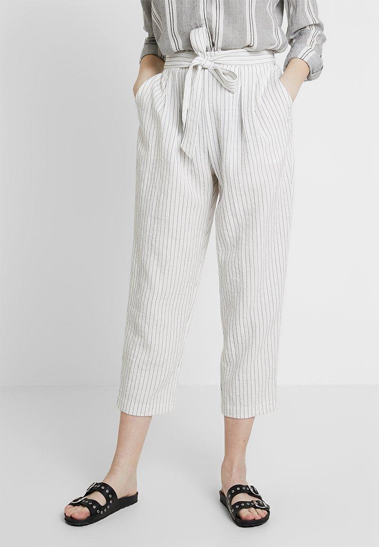 Monki - MAGGIS TROUSERS - Pantalones - white/black