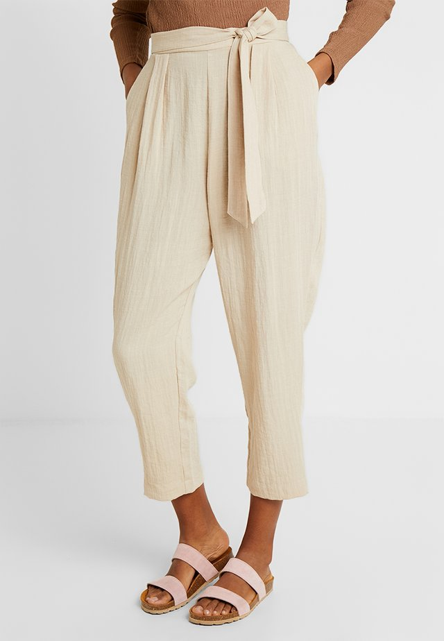 MAGGIS TROUSERS - Stoffhose - light beige