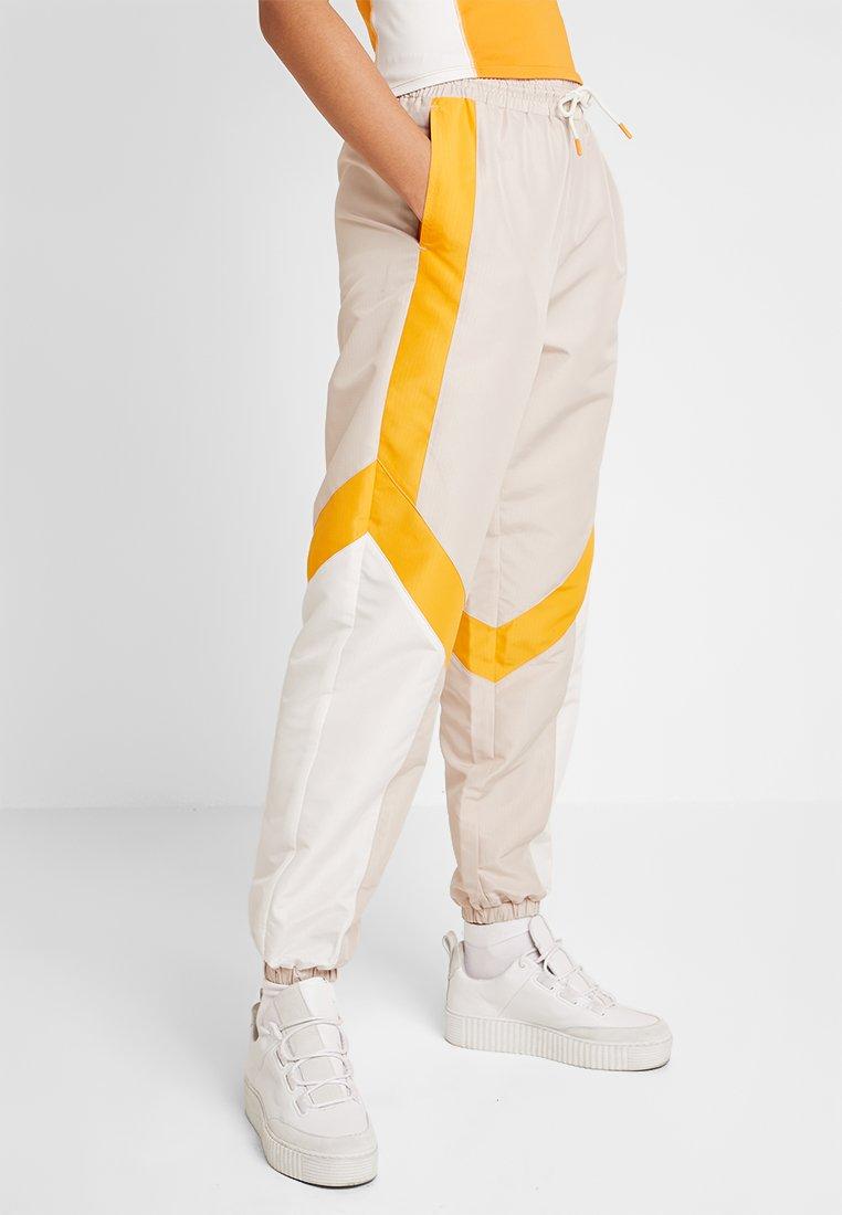 Monki - CAELI TROUSERS - Træningsbukser - beige/white/orange
