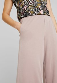 Monki - CILLA FANCY TROUSERS - Broek - nude - 4