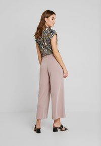 Monki - CILLA FANCY TROUSERS - Broek - nude - 2