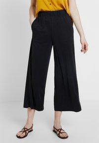 Monki - CILLA FANCY TROUSERS - Trousers - black - 0