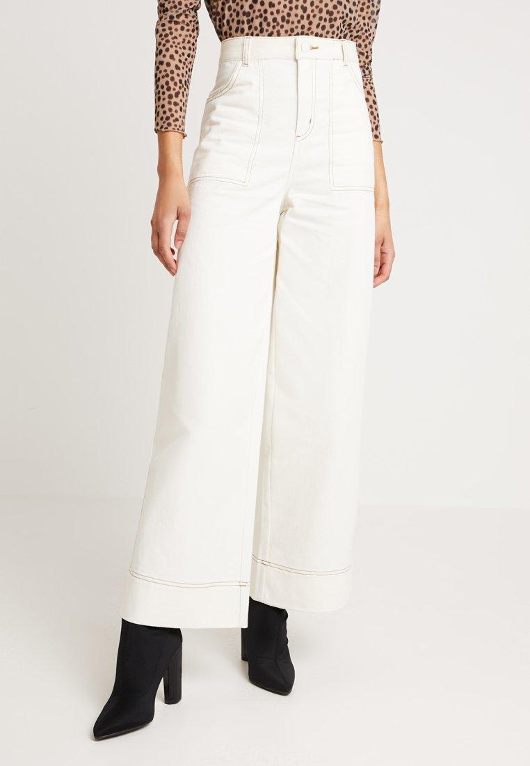 Monki - LOVISA TROUSERS - Kalhoty - light beige