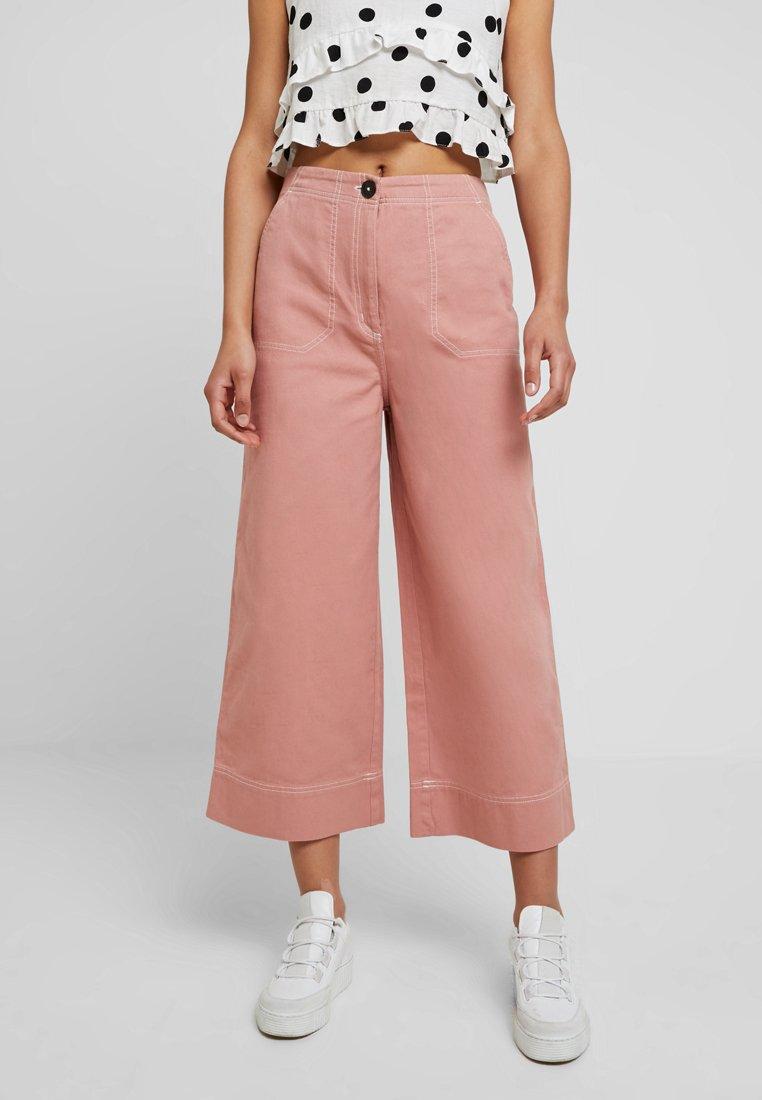 Monki - FREJA TROUSERS - Jeans a zampa - pink
