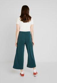 Monki - CILLA FANCY TROUSERS - Pantaloni - dark green - 2