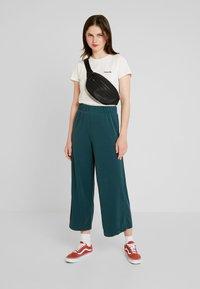 Monki - CILLA FANCY TROUSERS - Pantaloni - dark green - 1