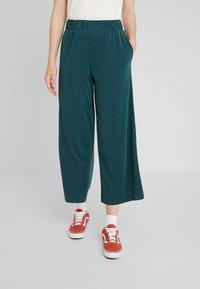 Monki - CILLA FANCY TROUSERS - Pantaloni - dark green - 0