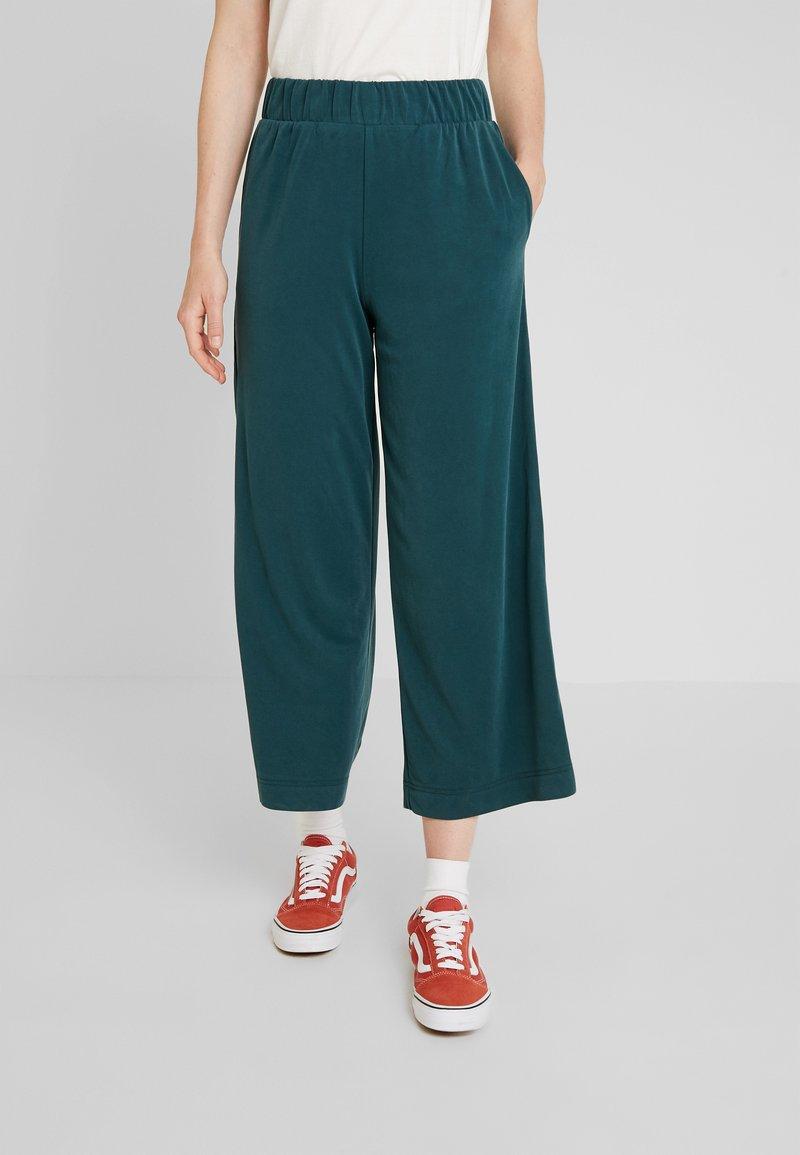 Monki - CILLA FANCY TROUSERS - Pantaloni - dark green