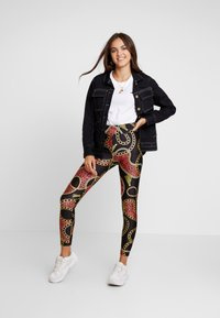 Monki - FRIDA SHINY - Leggings - black dark - 1