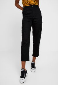Monki - CAILYN TROUSERS - Pantaloni - black dark solid - 0