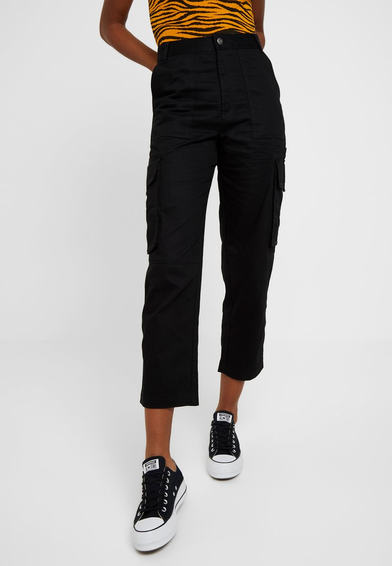 Monki - CAILYN TROUSERS - Stoffhose - black dark solid