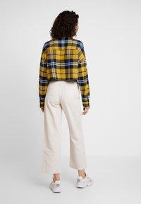 Monki - NILLA TROUSERS - Pantaloni - white/ beige - 2