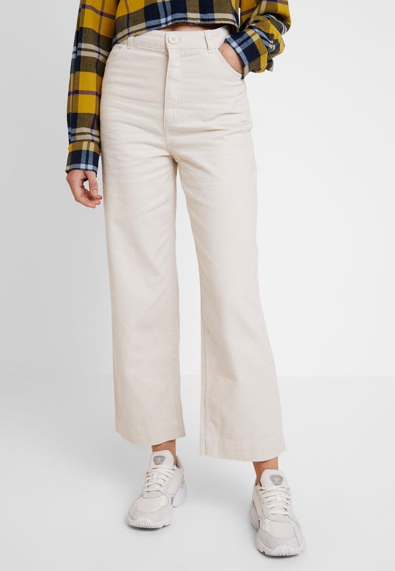 Monki - NILLA TROUSERS - Pantaloni - white/ beige