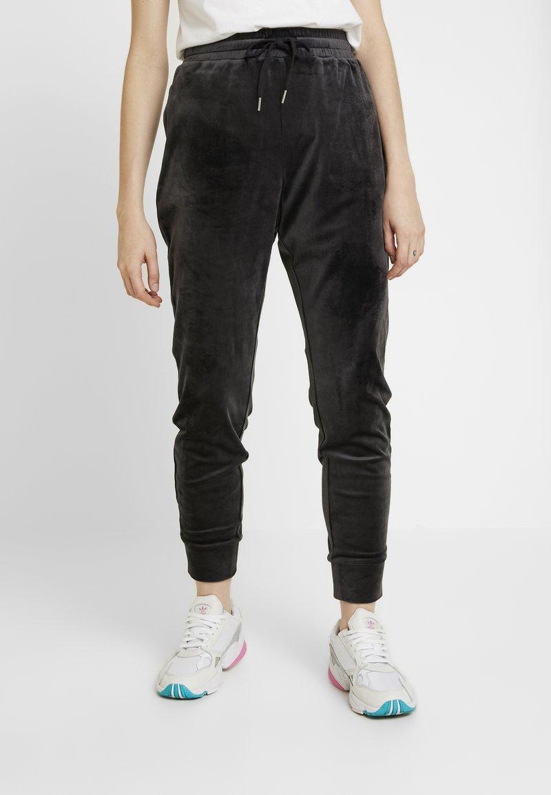 Monki - MIRRE TROUSERS - Teplákové kalhoty - dark grey