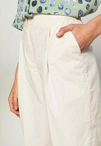 Monki - MONA TROUSERS - Trousers - white - 4