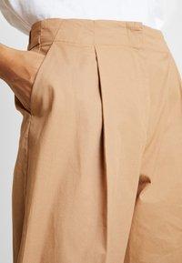 Monki - MONA TROUSERS - Pantalon classique - dark beige - 5