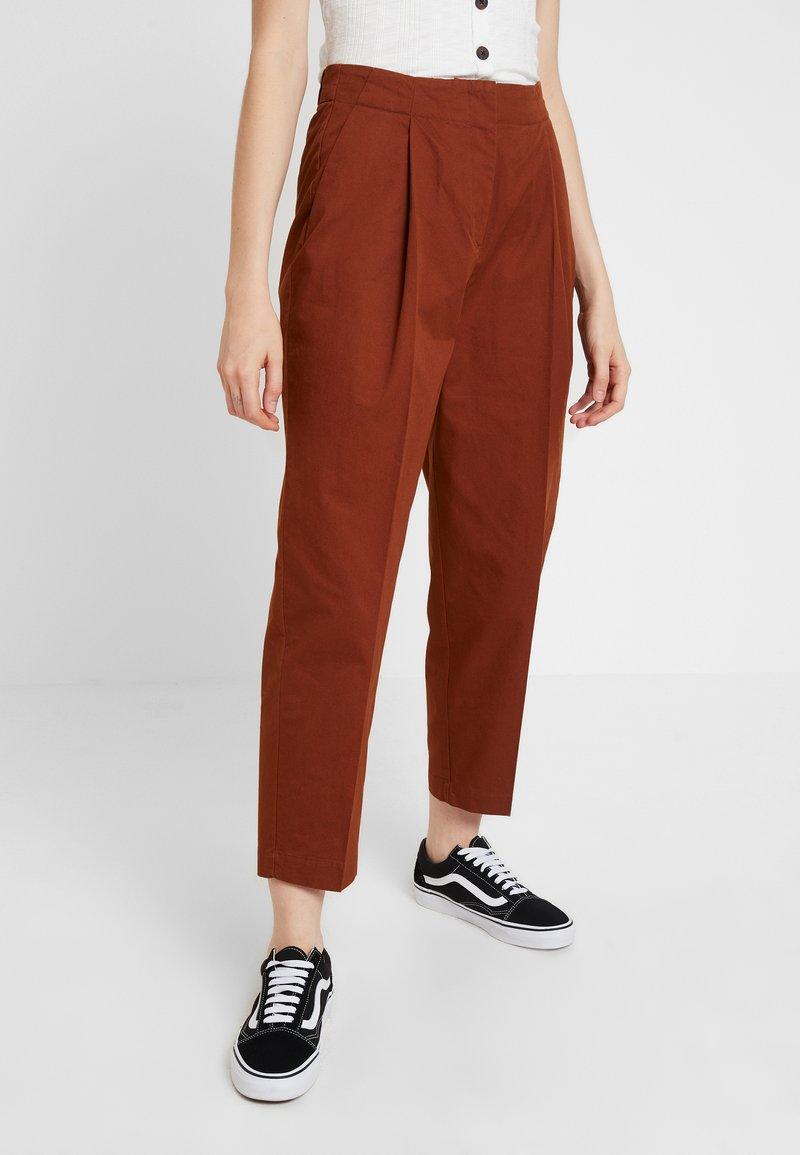 Monki - MONA TROUSERS - Trousers - brown medium dusty
