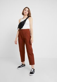 Monki - MONA TROUSERS - Trousers - brown medium dusty - 1