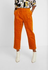 Monki - MONICA TROUSERS - Pantalon classique - yellow dark - 0