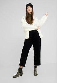 Monki - MONICA TROUSERS - Pantaloni - blue dark - 1