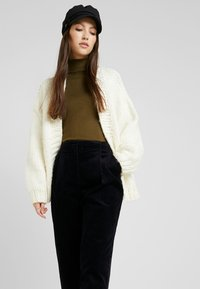 Monki - MONICA TROUSERS - Pantaloni - blue dark - 3