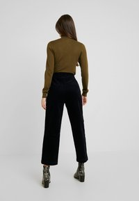 Monki - MONICA TROUSERS - Pantaloni - blue dark - 2