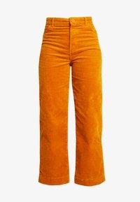 Monki - NILLA TROUSERS - Pantalones - mustard - 3