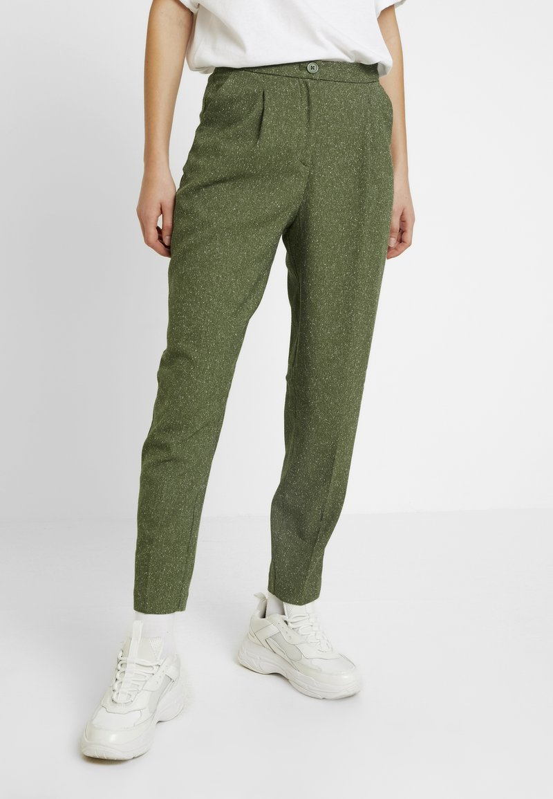 Monki - TARJA TROUSERS - Chinot - green medium dusty/salt