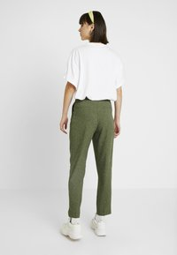Monki - TARJA TROUSERS - Chinot - green medium dusty/salt - 3